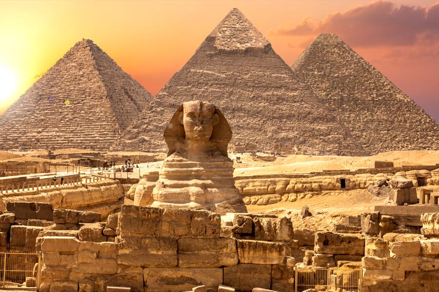 Fotografía de las pirámides y esfinge de la portada de Egipto